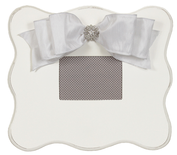 wall frame (white scalloped) 824-W-